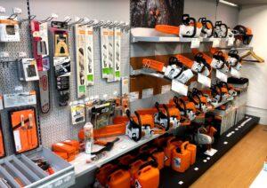 さいたま市見沼区の工具店。STIHL(スチール)のチェーンソーが展示してあります。